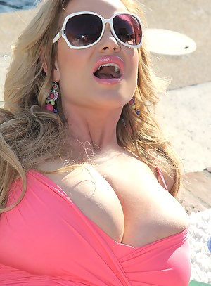 Big Boobs Swimsuit Porn Pictures
